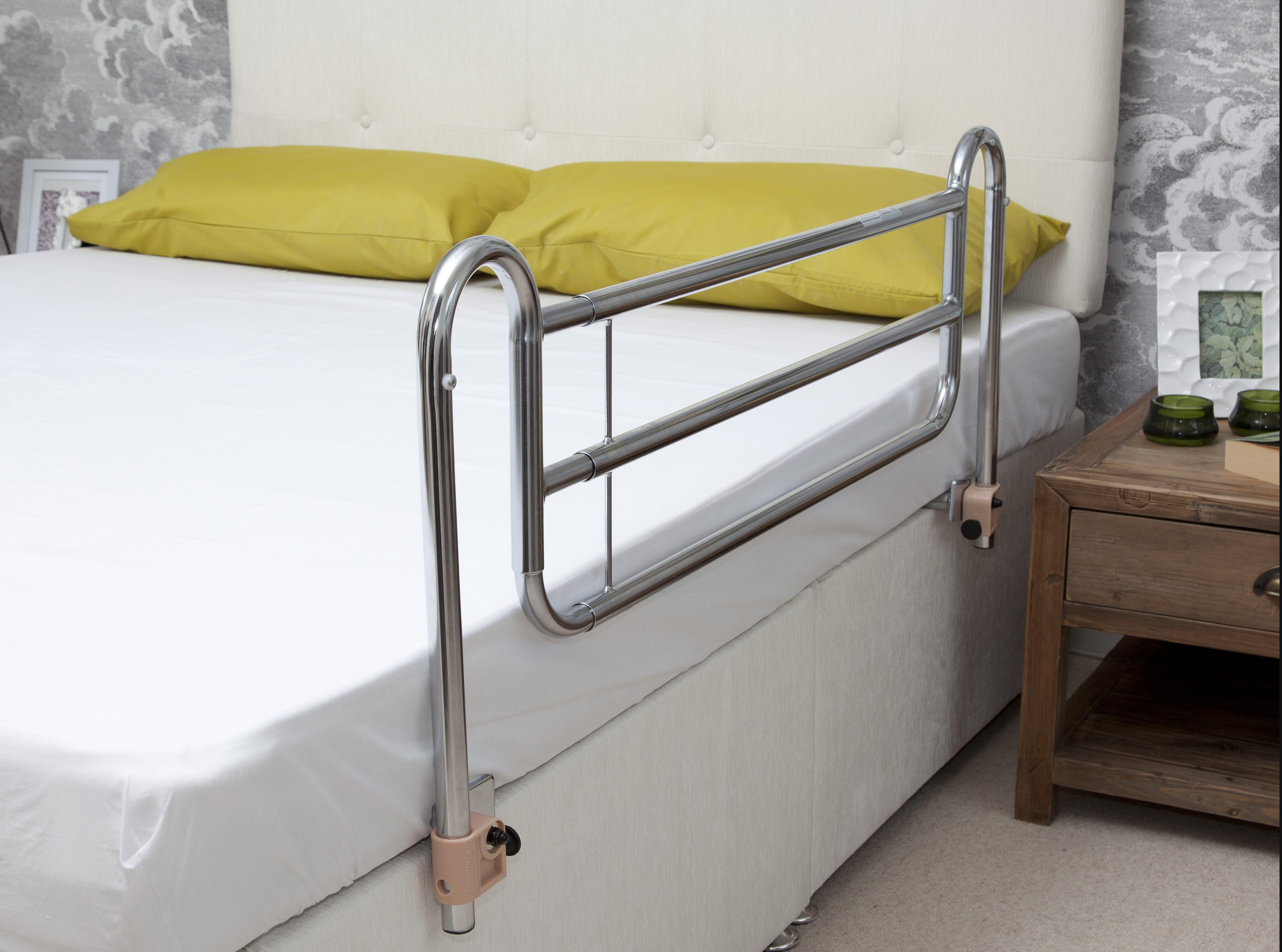 Bed rails for a divan bed