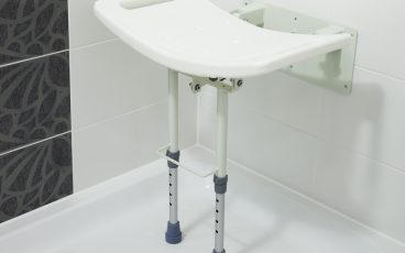 Wall-mounted shower seat, with legs