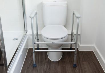 Stable frame that surrounds the toilet