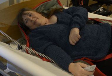 Fiona repositions herself in bed with the VENDLET Patient Turning System