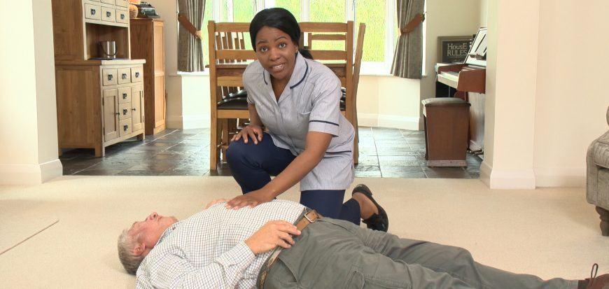 How do falls assessment tools, like I STUMBLE, help care home staff